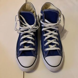 Men's 9 Blue High Top Converse!